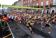 29 October 2017; A view of the 20,000 runners who took to the Fitzwilliam Square start line to participate in the 38th running of the SSE Airtricity Dublin Marathon, making it the fifth largest marathon in Europe. Photo by Sam Barnes/Sportsfile