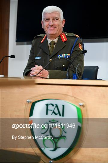 Mick McCarthy meets Irish Defence Forces team