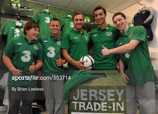 Republic of Ireland's Stephen Kelly and Liam Lawrence Trade In their old Ireland jerseys
