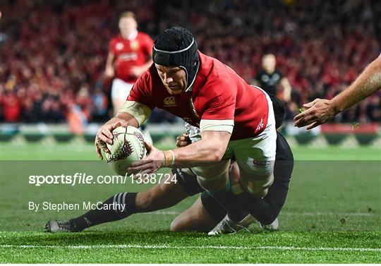 Dan Carter Waltzes Past Simon Easterby New Zealand V British And Irish Lions Second